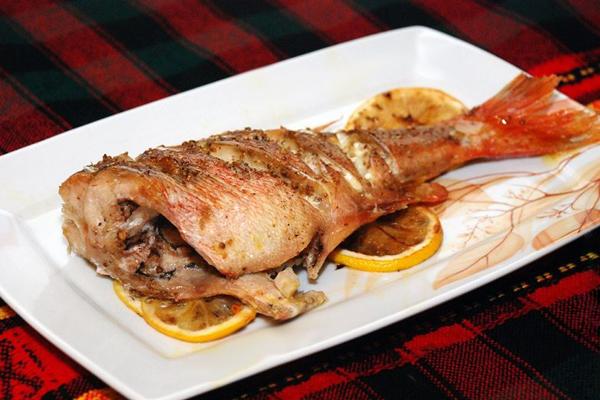 Как приготовить морского окуня на сковороде с пошагово